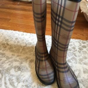 Burberry rain boots, Excellent condition